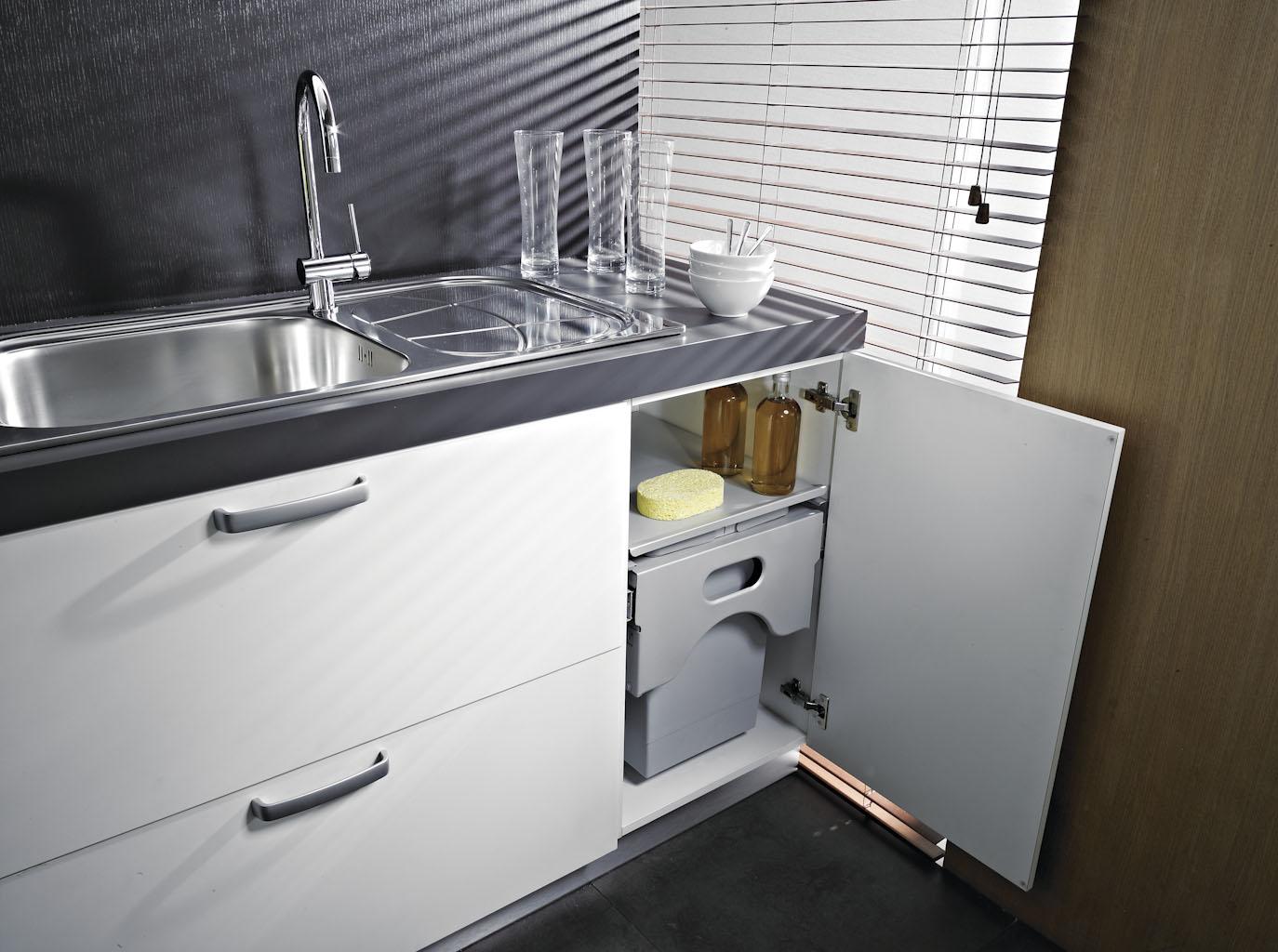 Pattumiera estraibile cabinet per base cucina modulo for Pattumiere per cucina
